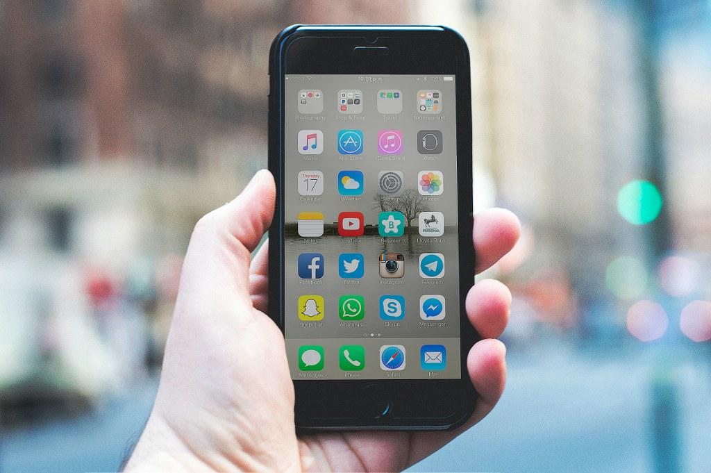 ȘTIRI DIN ONLINE | APRILIE: Facebook, Instagram, Pinterest și sănătatea mintală